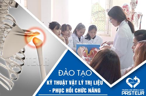 Giờ thực hành của sinh viên Trường Cao đẳng Y Dược Pasteur