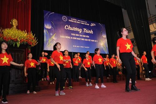 Chương trình Chào tân sinh viên khóa 09 và chào mừng 35 năm ngày Nhà giáo Việt Nam 20/11