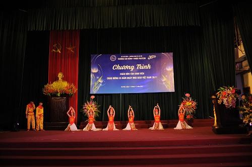 Hội diễn văn nghệ chào mừng