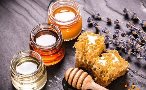 Bài thuốc dân gian Trị nếp nhăn bằng mật ong