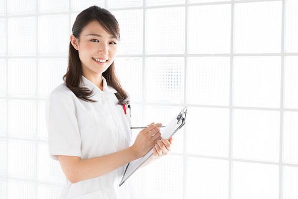 Ở Hà Nội có các trường đại học nào có ngành Điều dưỡng tuyển sinh năm 2019, nên học Cao đẳng Điều dưỡng hay Đại học Điều dưỡng ra trường dễ xin việc hơn.
