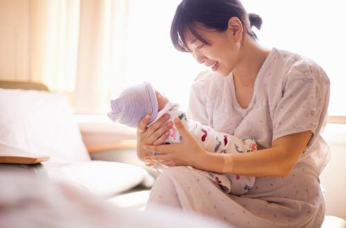 Thu nhập của nữ Hộ sinh tại Việt Nam là bao nhiêu?