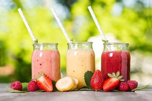 Để giải rượu nên uống sinh tố trái cây