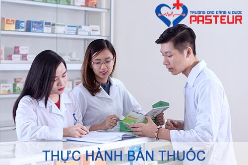 Sinh viên Cao đẳng Dược Pasteur thực hành bán thuốc