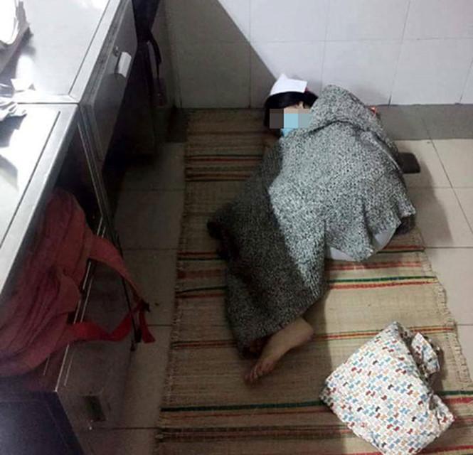 Những tư thế ngủ bá đạo của sinh viên ngành Y