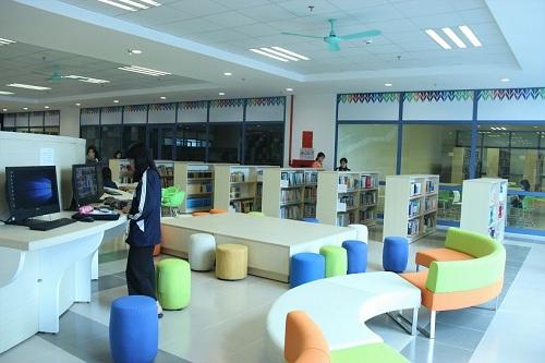 Không gian sang chảnh bên trong thư viện Trường Đại học Kinh tế Quốc dân 2