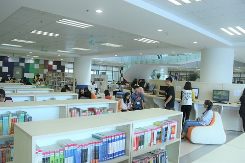 Không gian sang chảnh bên trong thư viện Trường Đại học Kinh tế Quốc dân 3