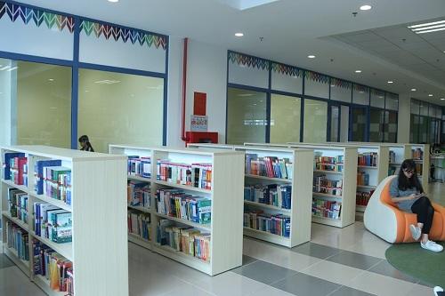 Không gian sang chảnh bên trong thư viện Trường Đại học Kinh tế Quốc dân 7