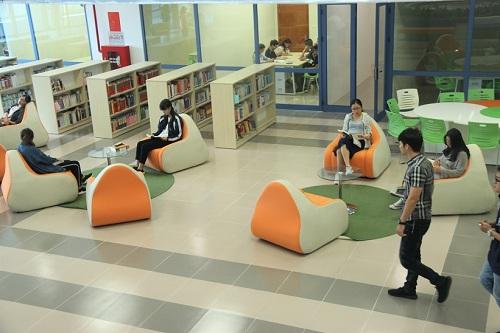 Không gian sang chảnh bên trong thư viện Trường Đại học Kinh tế Quốc dân 5