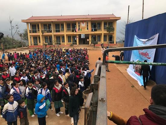 Niềm hân hoan của các học sinh Trường tiểu học Sùng Đô