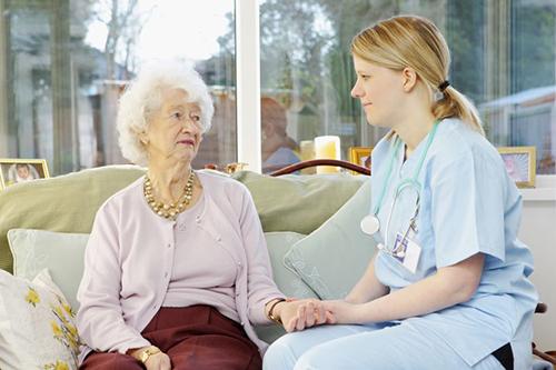 Kỹ năng giao tiếp quyết định rất lớn đến thành công của người Điều dưỡng