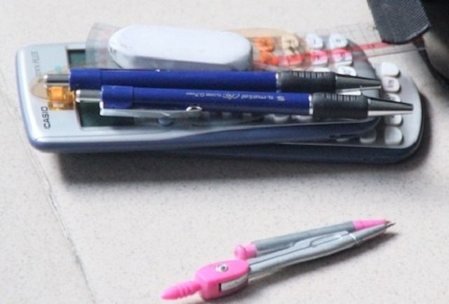 Những vật dụng được mang vào phòng thi
